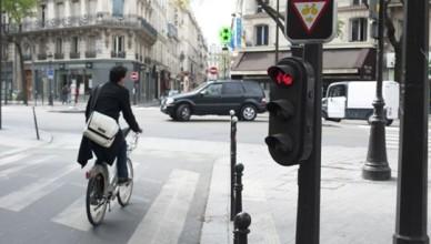 ciclisti semaforo rosso europa